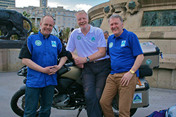 Gary-Walker-Geoff-Hill-Adelaide-Insurance-director-Sam-Geddis-at-the-Christopher-Columbus-statue-Barcelona-small